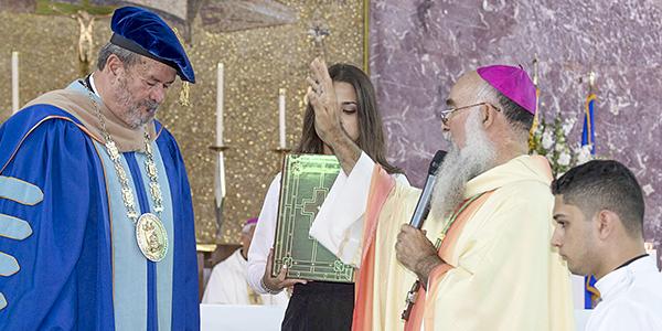 Ponce agosto 17, 2018 La foto para ilustrar la Eucaristía de Acción de Gracias e Investidura del Dr Jorge Ivan Vélez Arocho como el deducimo Presidente de la Pontificia Universidad Catolica en Ponce.